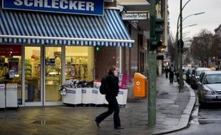 La chaîne allemande de droguerie Schlecker, confrontée à un manque de liquidités, a officiellement déposé le bilan lundi, a indiqué à l'AFP un porte-parole du tribunal d'Ulm (sud).