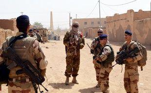 Le 25 octobre 2016 des soldats français de L'opération Barkhane au nord du Mali.  AFP PHOTO / STRINGER