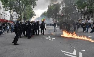 La manifestation contre la loi travail dégénère à Paris, le 12 mai 2016.