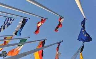 Une majorité relative (47%) des Européens sont d'avis que, pour sortir de la crise, l'UE et ses Etats membres doivent concilier réduction des dépenses publiques et mesures de relance, selon un sondage rendu public mardi par le Parlement européen mais revu mercredi par cette institution.
