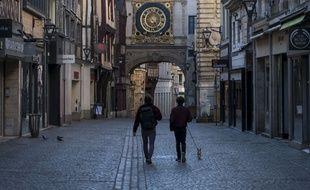 Rouen fait partie des villes où un nouveau foyer a été détecté. Ici, rue du Gros-Horloge, le 23 mars 2020.