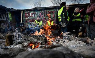 Le campement en bois de Saint-Etienne construit par des «gilets jaunes», ici en décembre, avant qu'il ne soit brûlé dimanche.