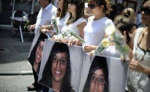 Près de sept mois après le meurtre de Marie-Jeanne Meyer, les obsèques de la jeune joggeuse de 17 ans, dont le corps carbonisé avait été retrouvé en juin 2011 en Ardèche, ont eu lieu samedi à Tournon-sur-Rhône, en présence d'un millier de personnes.