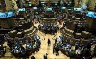 La Bourse de New York a terminé sans direction claire lundi, dans un marché calme pour le dernier jour de transaction du trimestre, malgré une poussée du pétrole au delà de 143 dollars le baril: le Dow Jones a gagné 0,03%, et le Nasdaq a perdu 0,98%