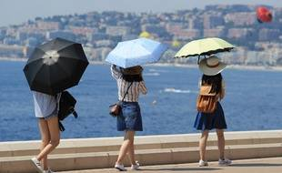 La vague de chaleur devrait persister au moins jusqu'à lundi soir prévoit météo France.