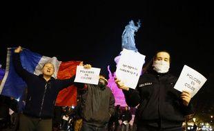 Des policiers manifestent place de la République à Paris, le 22 octobre 2016. (archives)