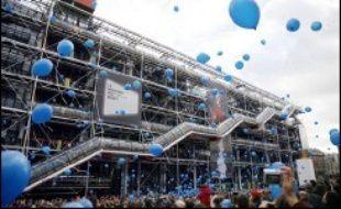 Le Centre Pompidou sera fermé au public mercredi en raison de la tenue d'une cérémonie officielle pour son 30ème anniversaire en présence du président Jacques Chirac, a annoncé le Centre lundi. M. Chirac prononcera mercredi en fin d'après-midi un discours pour marquer le 30ème anniversaire du Centre Georges-Pompidou, inauguré officiellement le 31 janvier 1977 par le président Valéry Giscard d'Estaing.