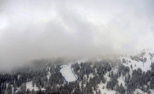 Deux avalanches sont survenues dimanche en Suisse, dans les stations d'Engelberg et Verbier (centre et sud), faisant trois blessés, selon la police cantonale.