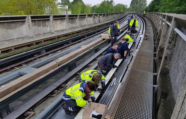 Les équipes techniques de Transpole effectuent des opérations de maintenance sur le réseau du métro.