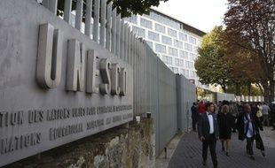 Le siège de l'Unesco est situé à Paris.