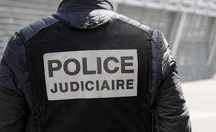 Un policier de la PJ de Lille, en mai 2016