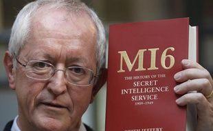 """L'historien Keith Jeffery présente son ouvrage """"MI6"""", écrit à partir de 40 années d'archives"""