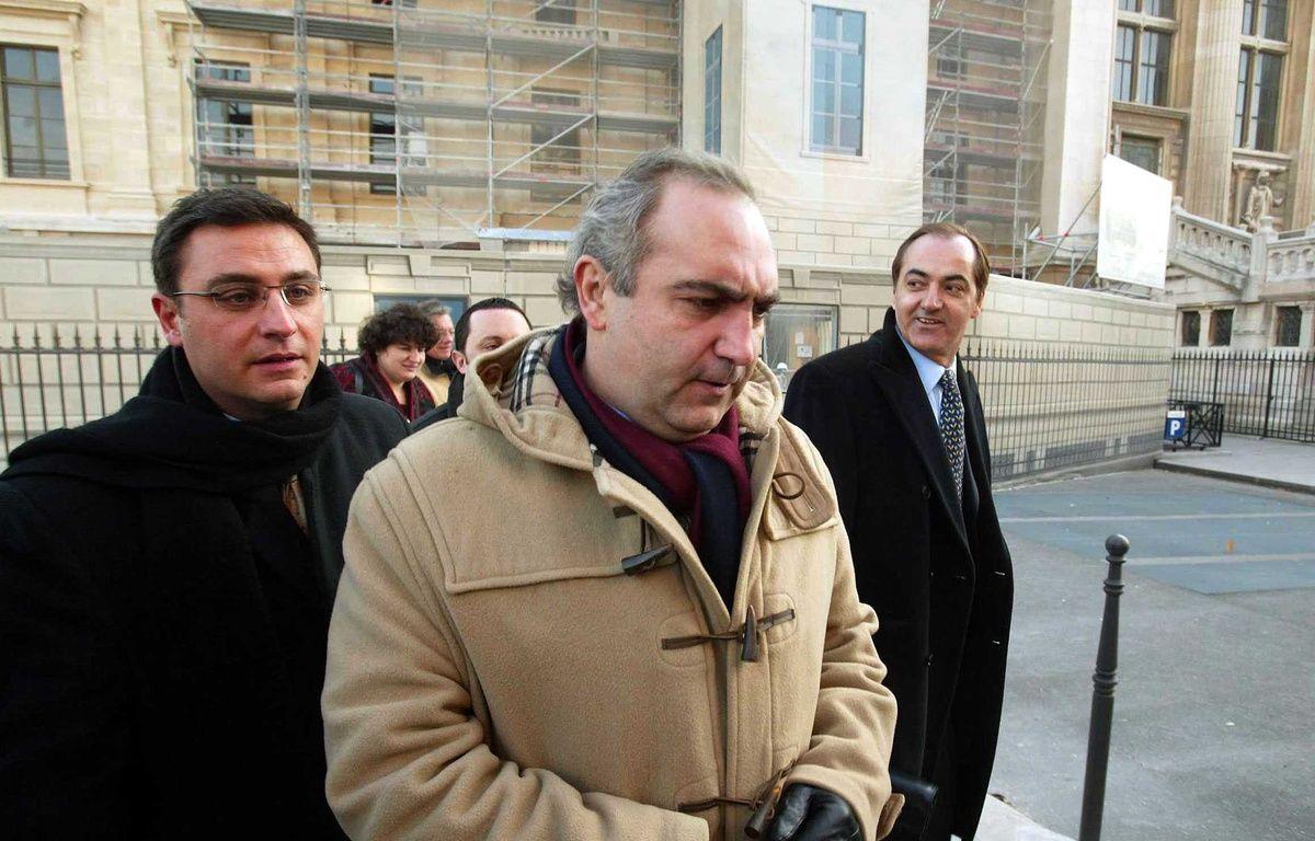 PARIS. 09/12/03. Le tribunal de commerce de Paris accorde un sursis de 6 moi    s au groupe TATI (jusqu'au 2 juillet) actuellement en redressement judiciair    e, avant de trancher sur son sort. FABIEN OUAKI – SIPA
