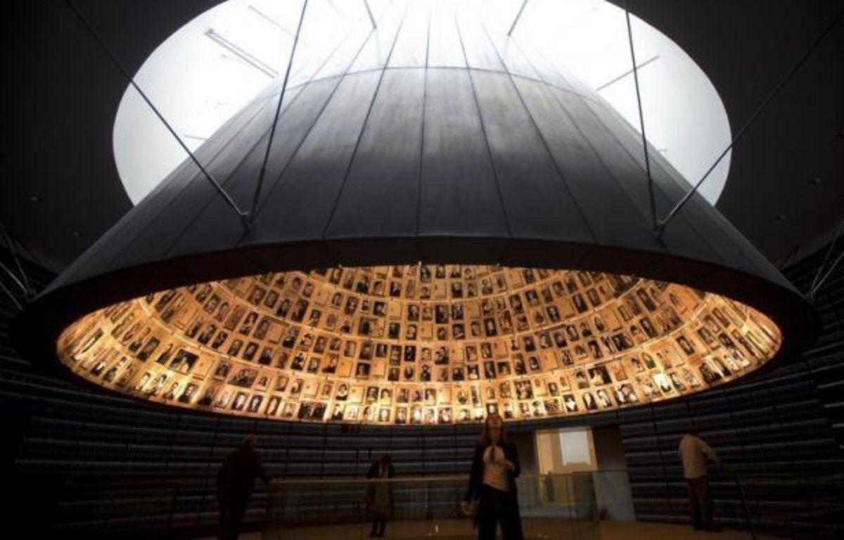Le mémorial de la Shoah Yad Vashem à Jérusalem a édulcoré dimanche un texte accusant le pape Pie XII d'être resté passif face au sort des Juifs pendant la Shoah, en exposant en détail la controverse liée à son attitude pendant la Seconde Guerre mondiale. – Menahem Kahana afp.com