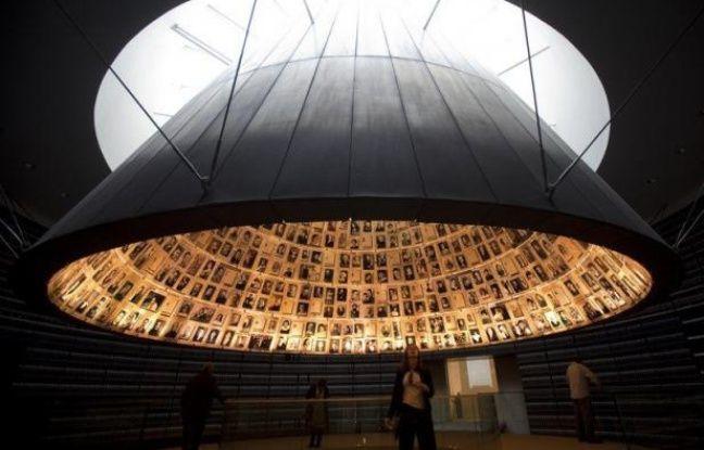 Le mémorial de la Shoah Yad Vashem à Jérusalem a édulcoré dimanche un texte accusant le pape Pie XII d'être resté passif face au sort des Juifs pendant la Shoah, en exposant en détail la controverse liée à son attitude pendant la Seconde Guerre mondiale.