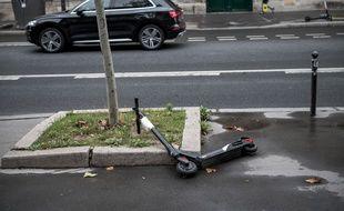 Illustration. Une trottinette électrique dans Paris. Octobre 2019.