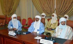 Les négociations entre pouvoir malien et rebelles touareg occupant Kidal, dans le nord-est du Mali, ont commencé samedi sous l'égide de la médiation burkinabè, qui a appelé à une cessation des hostilités en vue de la présidentielle en juillet.