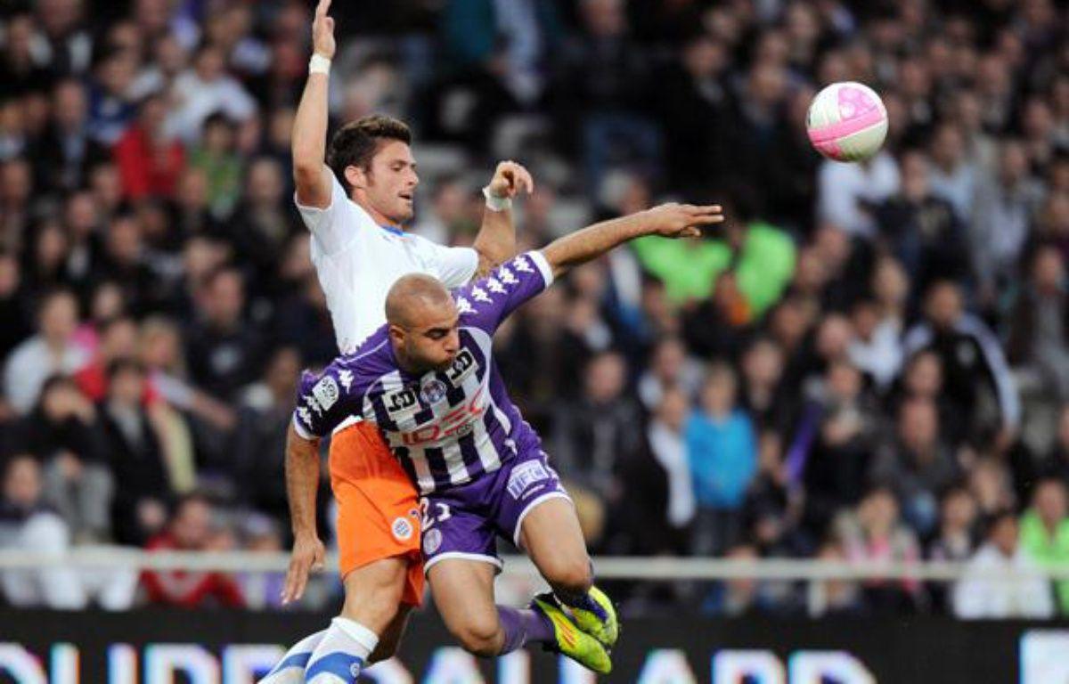 Olivier Giroud (Montpellier, à gauche) et Aymen Abdennour (Toulouse, à droite), lors du match du 27 avril 2012. – PASCAL PAVANI / AFP