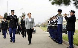 Le Conseil des ministres a adopté jeudi le projet de loi qui va placer, à partir du 1er janvier 2009, la gendarmerie sous l'autorité hiérarchique du ministère de l'Intérieur, finalisant le processus de rapprochement police-gendarmerie initié dès 2002.