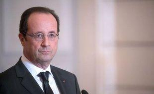 """François Hollande a estimé mardi que """"la résolution de la crise grecque"""" allait permettre de """"lever tous les doutes sur l'avenir de la zone euro"""", lors d'une conférence de presse commune avec le Premier ministre belge Elio Di Rupo, à l'Elysée."""