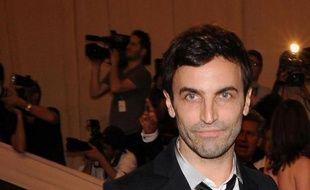 La rumeur l'annonçait, Louis Vuitton l'a officiellement nommé lundi : le styliste français Nicolas Ghesquière succède à l'Américain Marc Jacobs chez Vuitton où il dirigera les collections féminines, alors que la griffe a entamé un repositionnement sur des produits plus exclusifs.