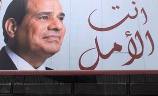 Une affiche de communication de Abdel-Fattah el-Sissi au Caire le 18 mars 2018. (AP Photo/Amr Nabil)