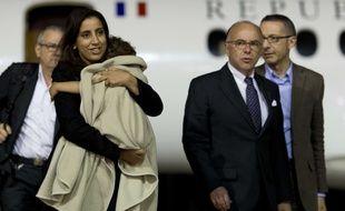 Assia et sa maman sont rentrées en France dans la nuit de mardi à mercredi.   AFP PHOTO / KENZO TRIBOUILLARD