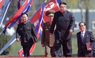 Choe Ryong Hae (à g.), le directeur du département de l'Organisation au sein du Parti des travailleurs de Corée, est l'un des trois responsables visés par les sanctions.