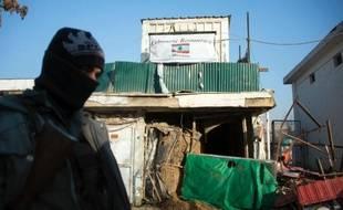 """L'attaque suicide perpétrée vendredi soir par un commando taliban contre un restaurant de Kaboul fréquenté par les expatriés a fait 21 morts, dont 13 étrangers, a annoncé samedi la police, la communauté internationale dénonçant un acte de violence """"épouvantable"""" et """"injustifiable""""."""