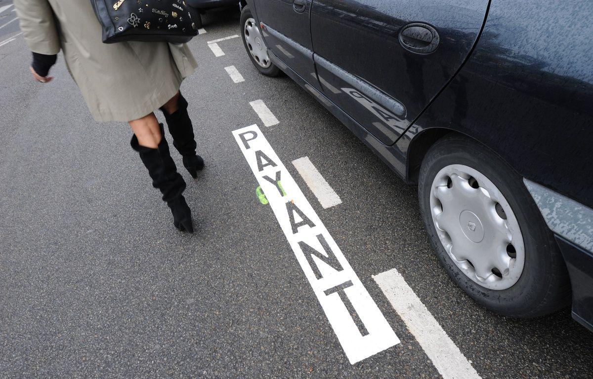 Le stationnement payant de zone jaune est gratuit à Nantes du 15 juillet au 15 août. – © Fabrice ELSNER