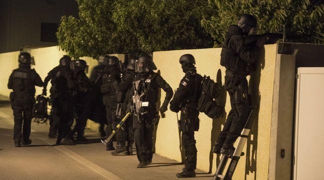 Un lance-roquette et 17 retrouvées dans un pavillon inhabité à Saint-Denis