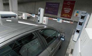 Le parking payant de l'aéroport de Roissy.