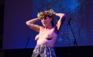 La chanteuse Lio a célébré les dix ans des Femen le 19 avril 2018 à Paris