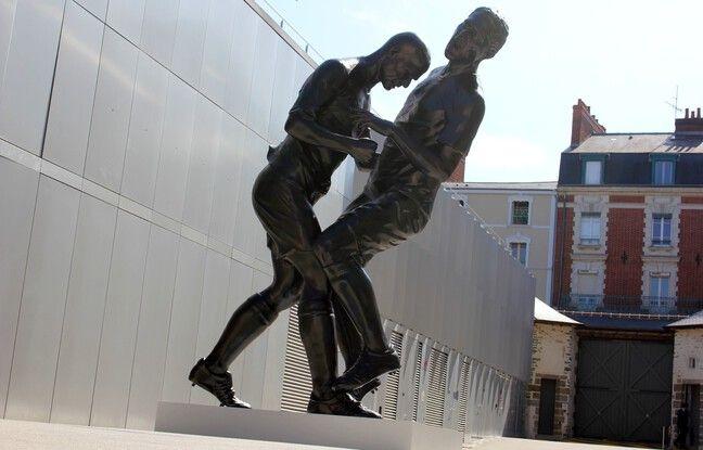 Le coup de tête de l'artiste Adel Abdessemed est extrait de la collection Pinault et représente Zidane et Materazzi en 2006.