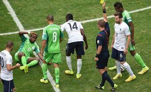 Carton jaune pour Matuidi lors du match contre le Nigeria à Brasilia le 30 juin 2014.