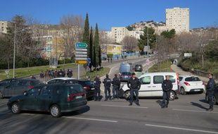Marseille le 09 FEVRIER 2015. Les forces de l'ordre investissent la cité de la Castellane après des tirs d'armes automatiques lundi matin.