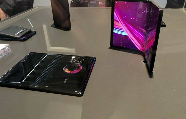 Sur le stand TCL le prototype du smartphone pliable DragonHinge
