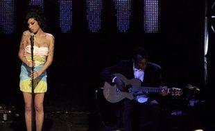 La princesse britannique de la soul Amy Winehouse, émergeant d'un repos forcé dû à ses démêlés avec l'alcool et la drogue, est remontée sur scène mercredi soir, à Birmingham, sous les huées du public.