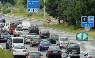 Quelque 221 kilomètres de bouchons cumulés étaient enregistrés samedi après-midi en France pour le dernier week-end avant la rentrée scolaire, a indiqué le Centre national d'information routière (CNIR) dans un communiqué.