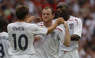 Sol Campbell (à droite), sous la maillot de l'Angleterre en 2008