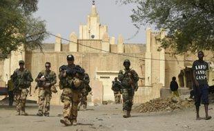 Des soldats français en patrouille à Goundam, à l'est de Tombouctou, le 4 juin 2015 au Mali