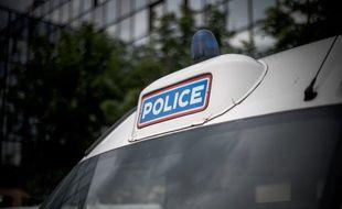 Un camion de police. (illustration)