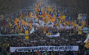 Au moins 200.000 personnes, selon la police, ont manifesté samedi 16 février 2019 à Barcelone contre le procès de dirigeants indépendantistes.