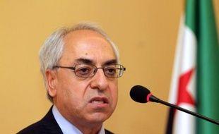 """Le nouveau chef de l'opposition syrienne a appelé dimanche les responsables du pouvoir en Syrie, où les violences ont fait au moins 140 morts ce week-end, à faire défection, estimant que le régime touchait """"à sa fin""""."""