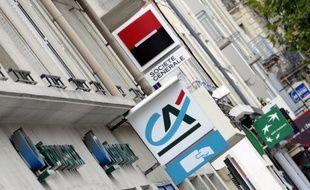 Les banques françaises décrochaient mardi matin à la Bourse de Paris perdant 10 à 12% après l'annonce d'un prochain référendum en Grèce qui replonge la zone euro dans l'incertitude.