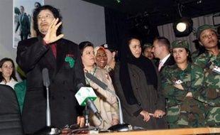 """Le dirigeant libyen Mouammar Kadhafi a déclaré mercredi à Paris qu'il condamnait le terrorisme et estimé qu'Al-Qaïda ne pourrait pas atteindre ses objectifs """"d'étendre son empire""""."""