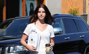 La chanteuse Lana Del Rey dans les rues de Los Angeles.