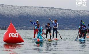 Des participants de la dernière Glagla Race, en janvier 2018 sur le lac d'Annecy.