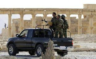 Des soldats syriens en patrouile le 6 mai 2016 à Palmyre
