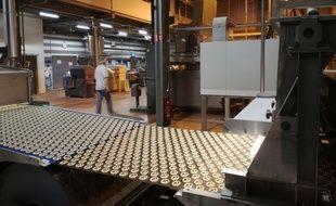 Sur une des six lignes de production de bretzels d'apéro de l'usine Boehli de 5.000m2 à Gundershoffen.